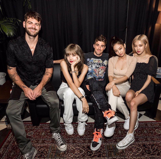 …2 anh em The Chainsmokers…