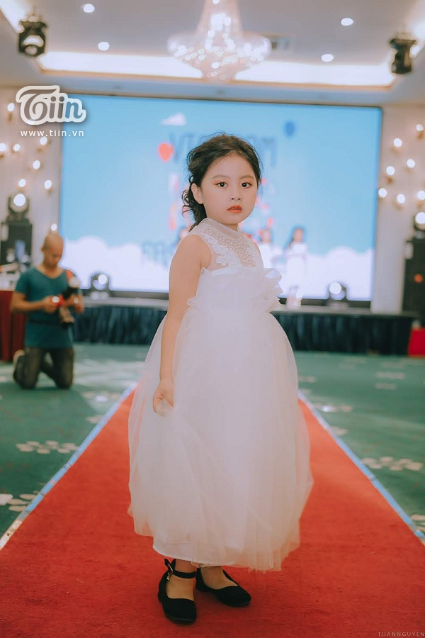 Quả thật 'Beautiful in white'