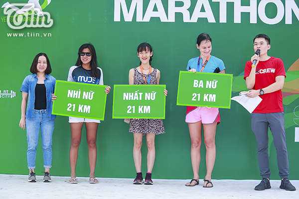 Top 3 nữ cự ly 21km