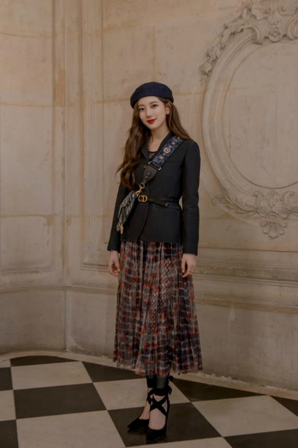 Suzy tại Dior Fall/Winter 2019 Fashion Show.