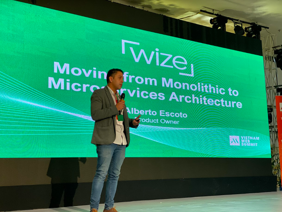 Diễn giả Alberto Escoto của Wize Solutions mang chủ đề Moving from Monolithic to Microservices đến Vietnam Web Summit 2019