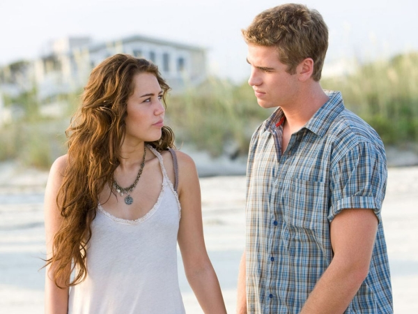 Miley và Liam trong phimThe Last Song