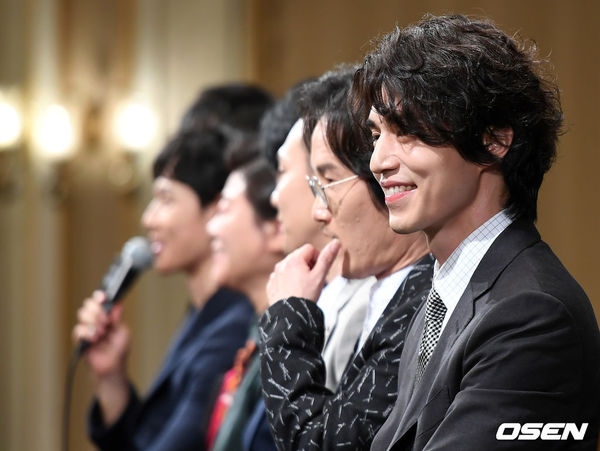 Lee Dong Wook - Im Siwan (ZE:A) đẹp như họa tại họp báo 'Hell Is Other People' 5