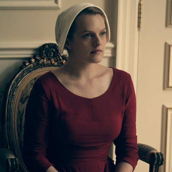 Elisabeth Moss trong phim The Handmaid's Tale
