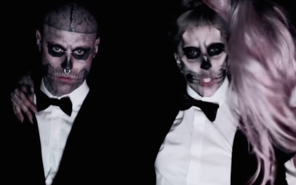 Lady Gaga và Zombie Boy trong MV Born This Way.